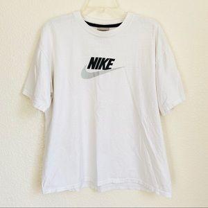Vintage Y2K Nike logo short sleeve shirt